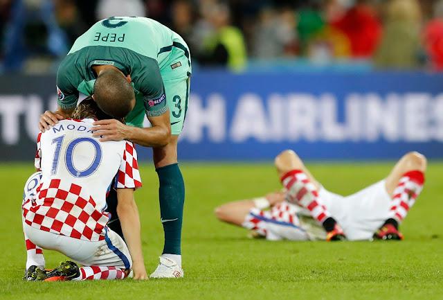 Peluk Hangat Ronaldo pada Modric Usai Kroasia Takluk dari Portugal