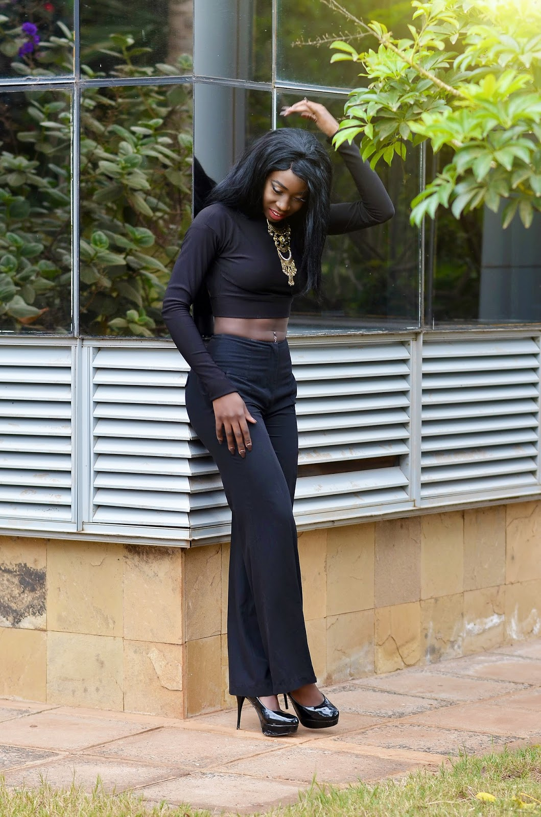 Style with Ezil, Fashion blogger, open back crop top, Ezil, Wide leg pants,