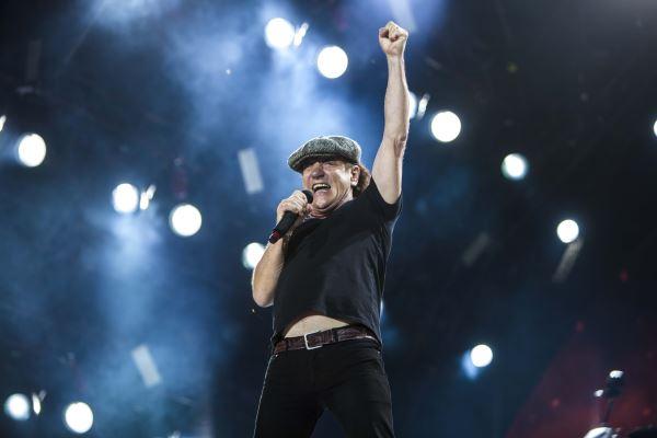 AC/DC: Κινδυνεύει με ολική κώφωση ο Brian Johnson. Αναβάλλονται 10 live.