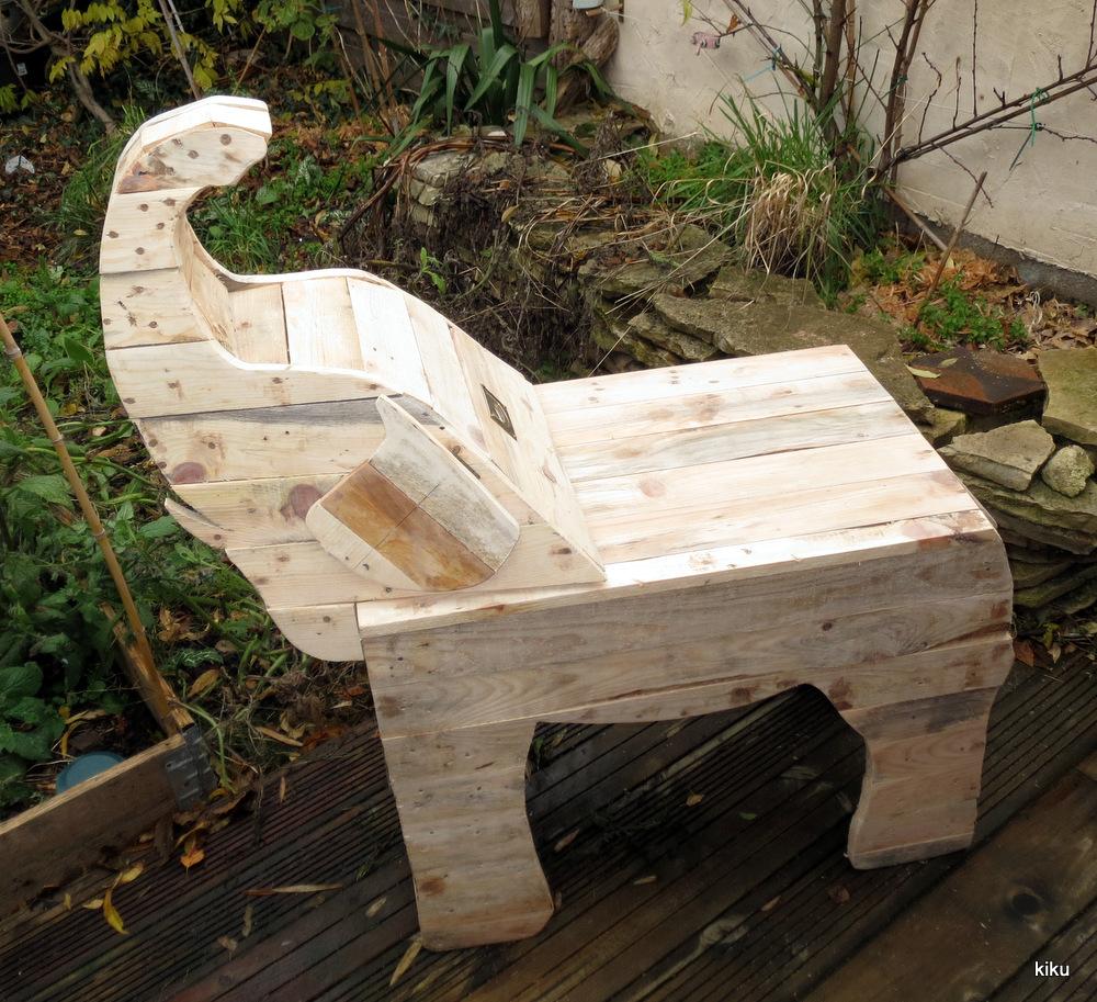 l 39 atelier de kiku bureau l phanteau en bois de palette. Black Bedroom Furniture Sets. Home Design Ideas