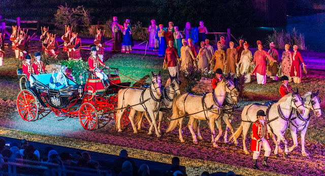 Kynren horse and carriage with queen victoria