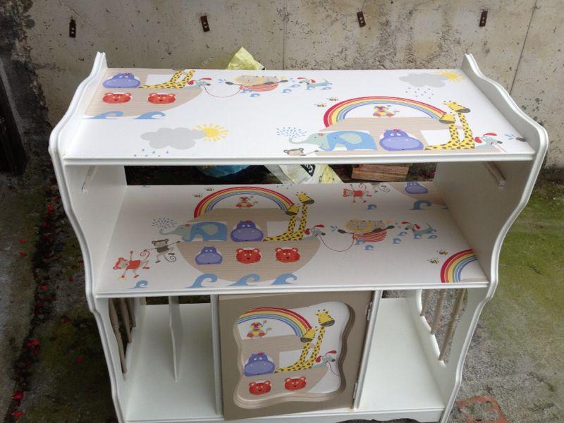 Recikla arte mueble reciclado como cambiador para beb s for Mueble cambiador para bebe