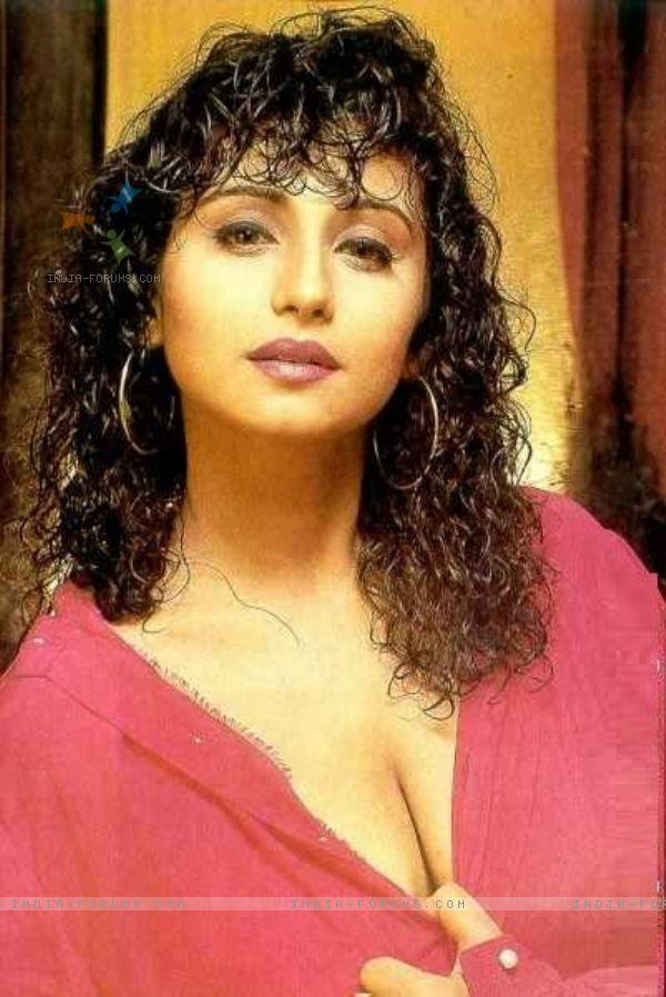 image Divya dutta showing her big boobs in public
