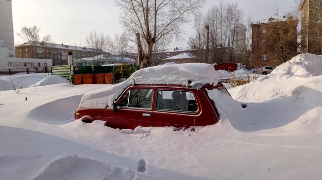 Нива застряла в снегу до весны