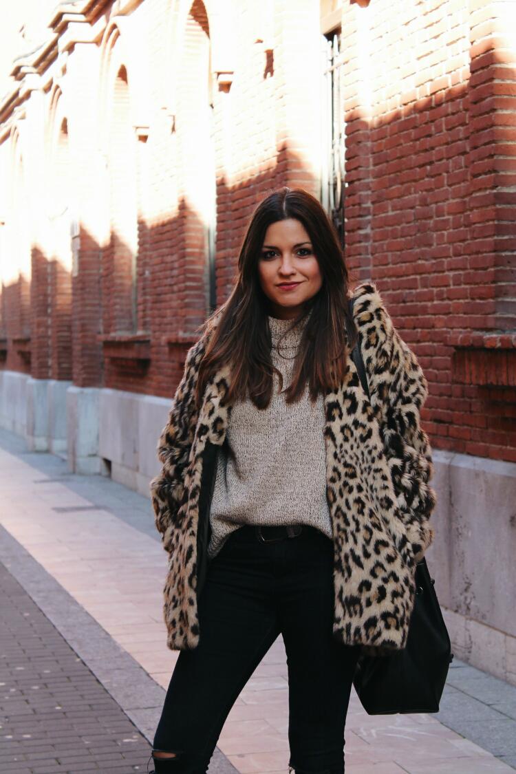 abrigo de leopardo outfit blog de moda leon littleblackcoconut