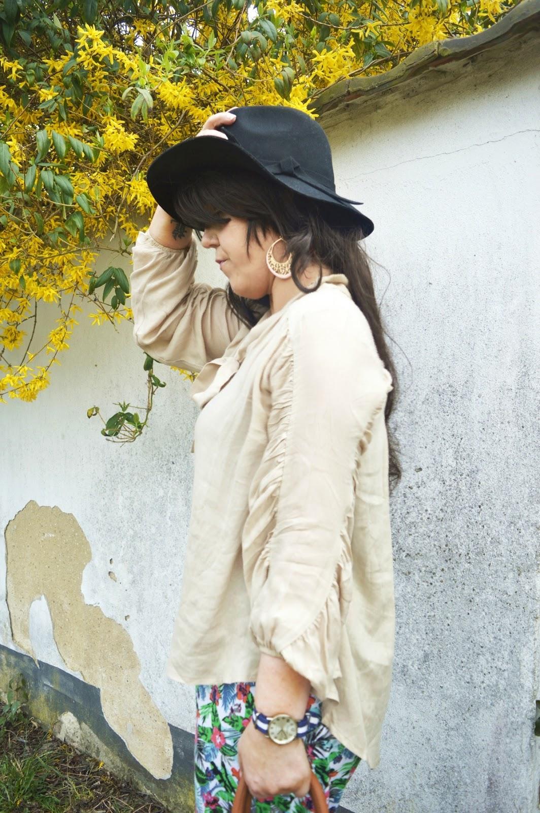 Harem pants & blouse with black hat
