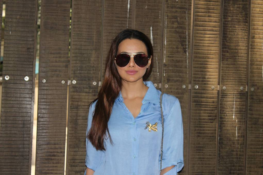Glamorous Marathi Girl Sana Khan Photos In Blue Shirt Jeans