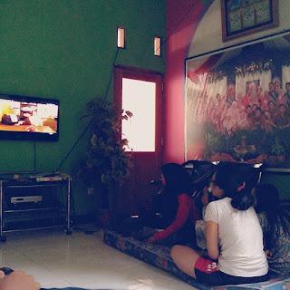Manfaat Menonton tv televisi Bersama Anggota Keluarga