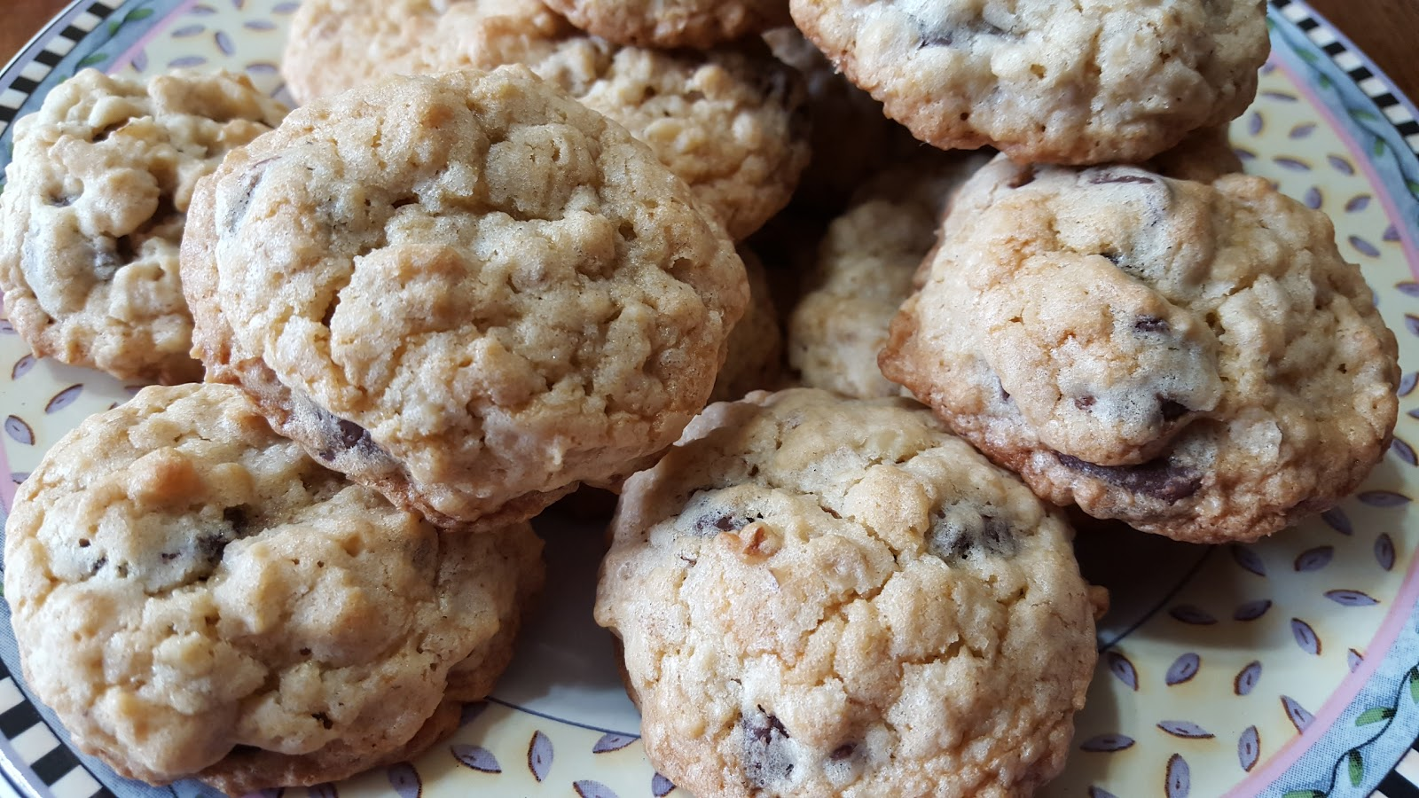 oatmeal chocolate chip cookies 1 2 cup granulated sugar 1