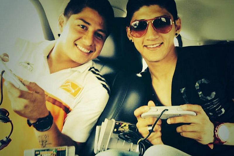 Armando Pulido con su hermano Alan Pulido.