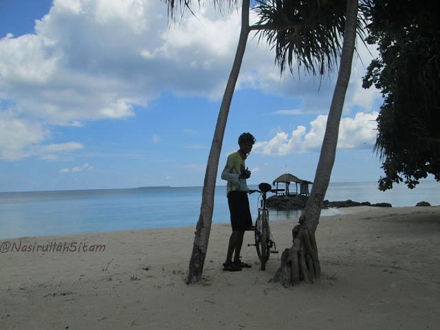 Jadi model sejenak di pantai