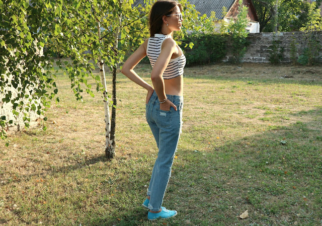 Zaful Broken Hole Narrow Feet Jeans