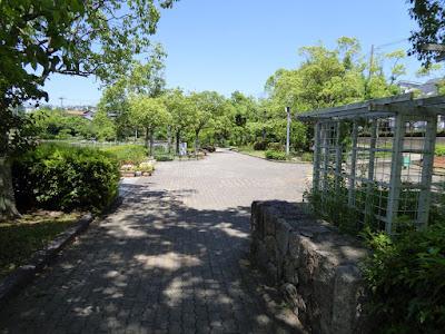 枚方市・市民の森(鏡伝池緑地) 入口広場ゾーン
