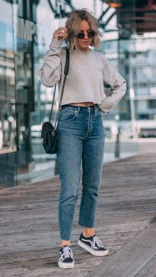 casual outfit idea for lazy day / sneakers + nude pullover + bag + boyfriend jeans