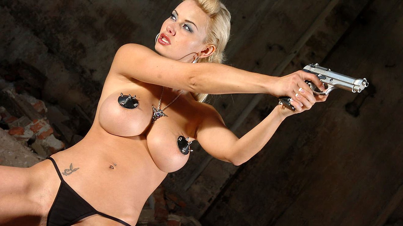 woman-fucking-girls-with-weapons-naked