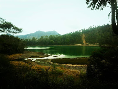 foto pemandangan telaga warna