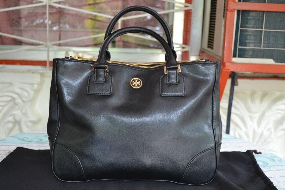 828bcec5a89d Miaka Frianeza  Tory Burch Robinson Double Zip Bag