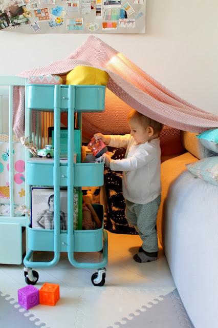 zabawa w domek, zabawy, zabawa, zabawy z niemowlakiem, domek, dziecko, niemowlę
