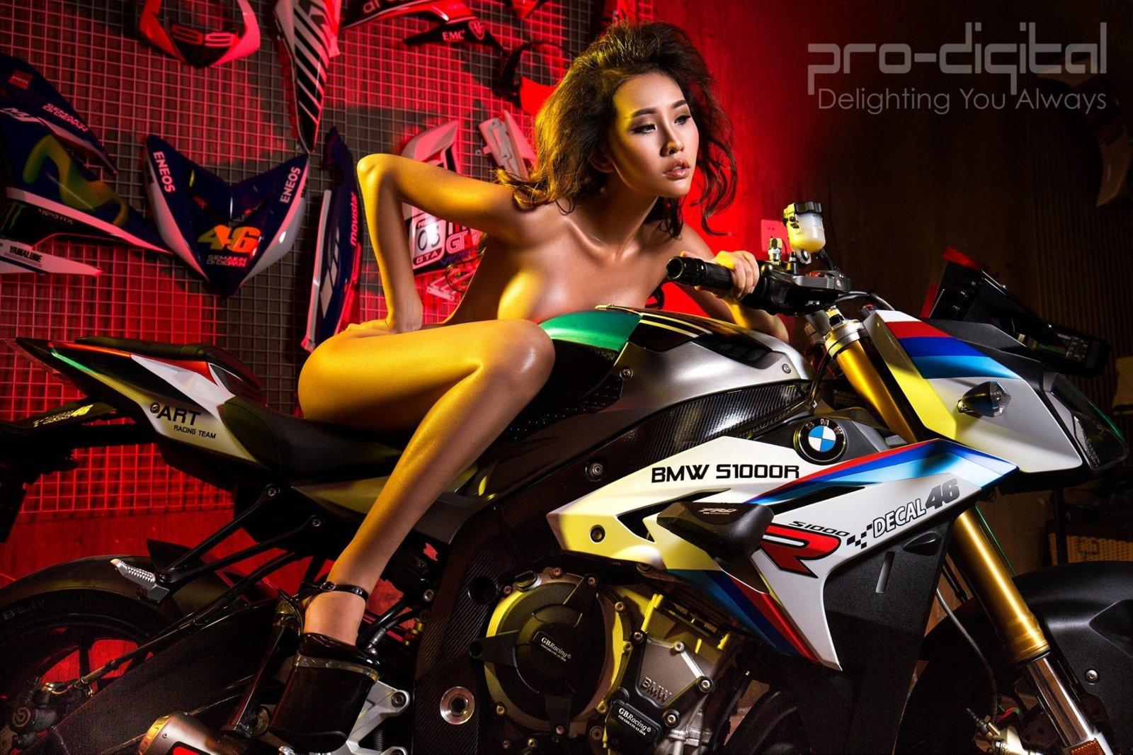 Model Chi Nguyễn - chọn em hay chọn xe