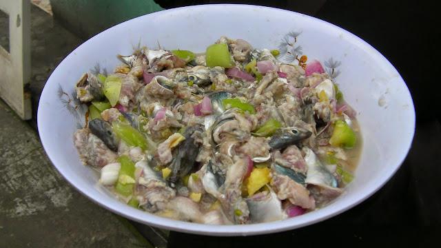 sałatka z surowej ryby