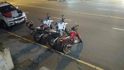 POLICIAIS MILITARES DE REGISTRO-SP PRENDEM HOMEM COM MOTOCICLETA ROUBADA EM ELDORADO