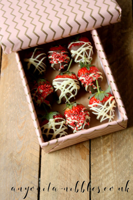 A box of vegan-friendly chocolate covered strawberries | Anyonita-nibbles