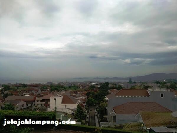view laut dari hotel marcopolo