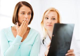 4 تصرفات يرغب طبيبك النسائي أن تتوقفي عن القيام بها