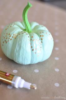 20 Idee Per Decorare Le Zucche Di Halloween Fai-da-te: menta e oro