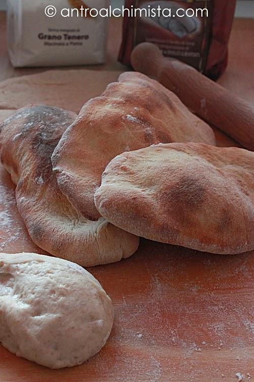 Pita con Farina Integrale Macinata a Pietra