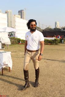 Randeep hooda with a Beautiful HorseJPG (8).JPG