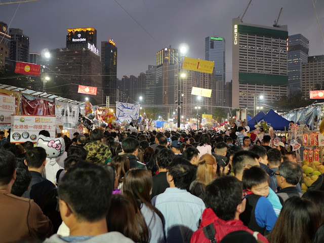 night crowd at the Victoria Park Lunar New Year Fair