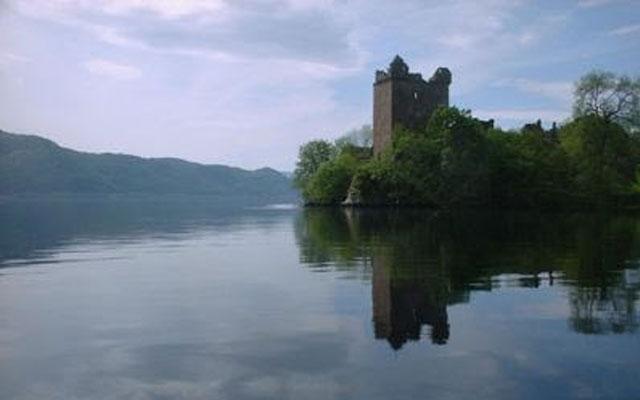 Ada Istana di Tepi Danau Loch Ness
