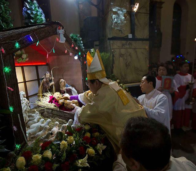Natal na China 2016. Até bispos amigos do socialismo como D. Joseph Li Shan, arcebispo de Pequim, respeitaram o Natal.