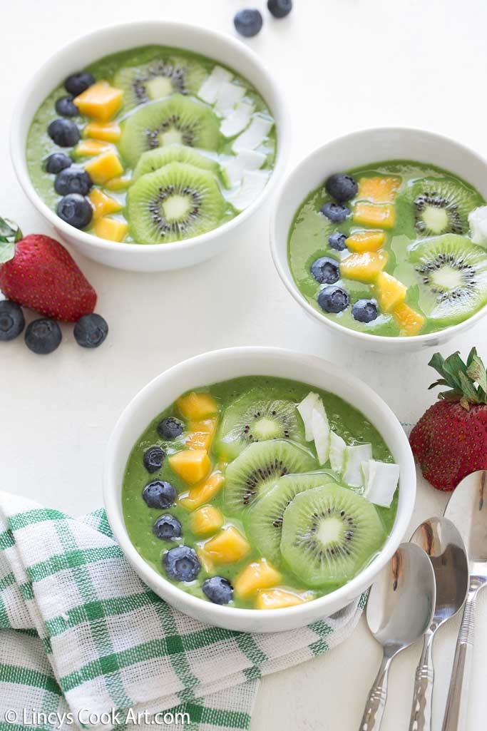 Healthy green smoothie bowls