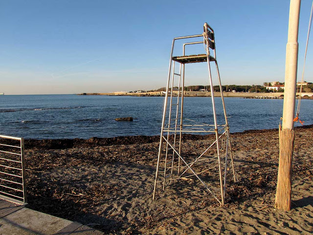 empty lifeguard chair, Tre Ponti beach, Ardenza, Livorno