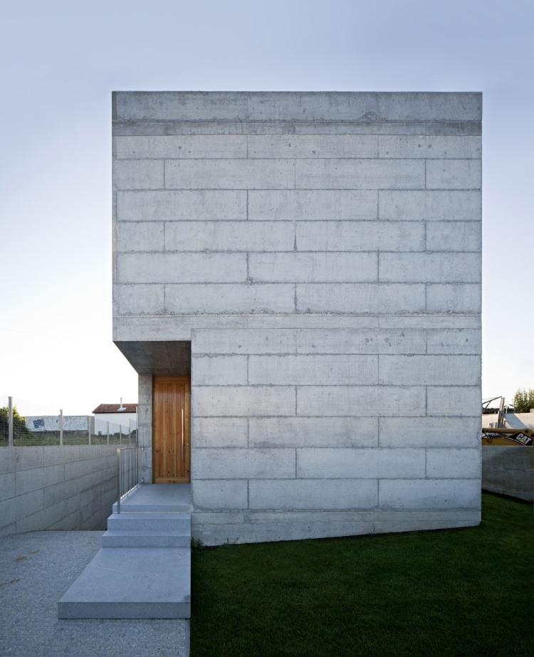 Casa en moreira de phys arquitectura arquitectura y - Ladrillos de hormigon ...