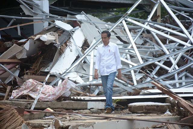 Natalius Pigai Bikin Surat Terbuka untuk Jokowi tentang Selfie di Lokasi Bencana