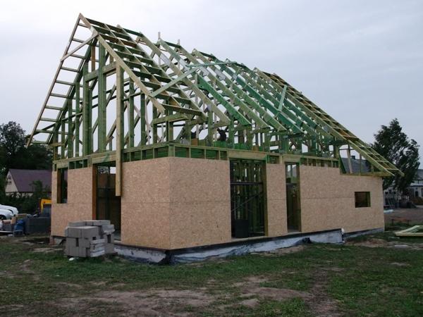 dom drewniany szkieletowy - osb na ścianach
