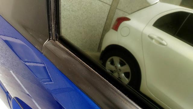 【生活分享】五股金讚汽車 Golden Top - 不愉快的烤漆經驗 (前傳) - 被通知取車,遠遠看第一印象是不錯的 - 咬在塑料上的殘臘真的是不好處理