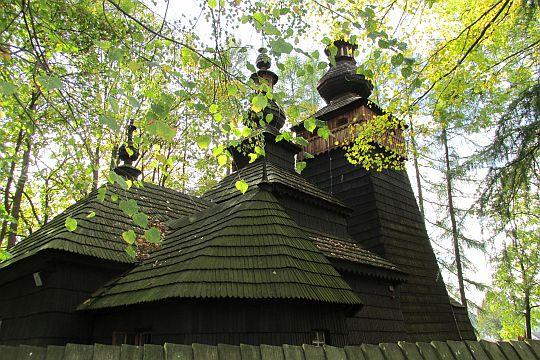 Cerkiew od północno-wschodniej strony.
