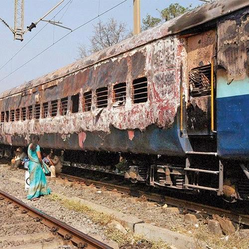 dehradun express from mumbai to dehradun