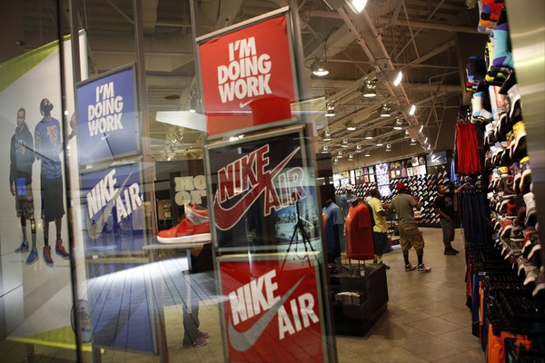 Nike và adidas: ai mới là là bá vương trong cuộc đua giày sneaker nữ 3?