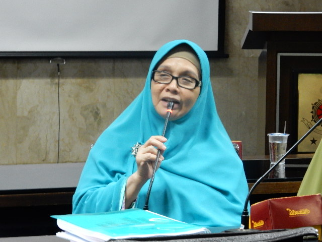 Masya Allah.. Tim Kuasa Ahok Cecar Ustadzah Irena Handono dipersidangan, Jawaban Ustadzah Cerdas dan Jitu!