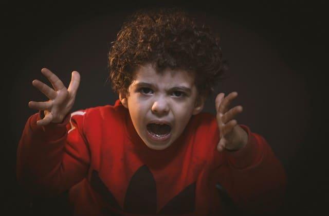 Hindari marah di depan anak karena hal ini bisa membuat anak meniru apa yang kamu lakukan