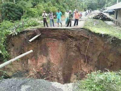 Akses jalan Sanggaran Agung - Talang Kemulun Lancar