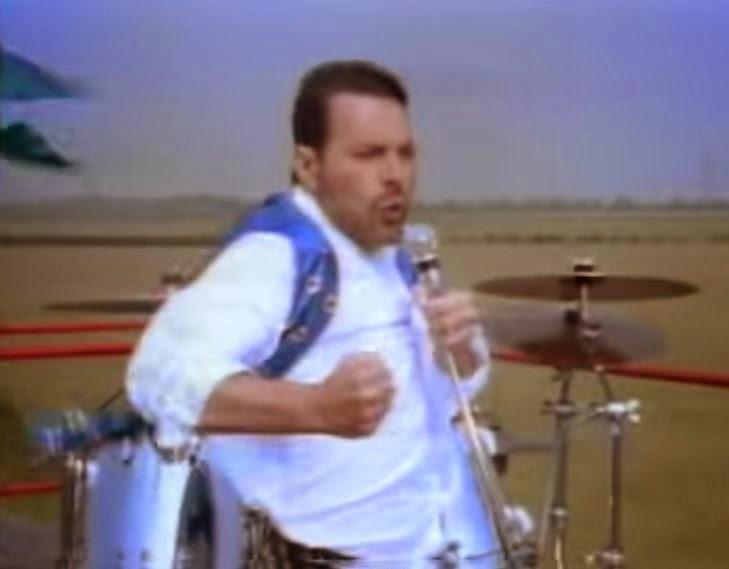videos-musicales-de-los-80-queen-show-must-go-on
