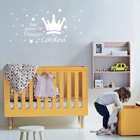 vinilo decorativo infantil corona frase la princesa duerme aqui con nombre niña