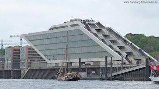 Dockland von der Elbseite