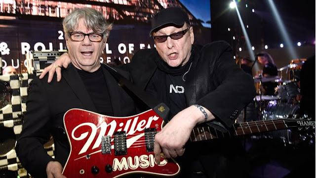 Rick Nielsen y Steve Miller en RocknRoll Hall of Fame 2016